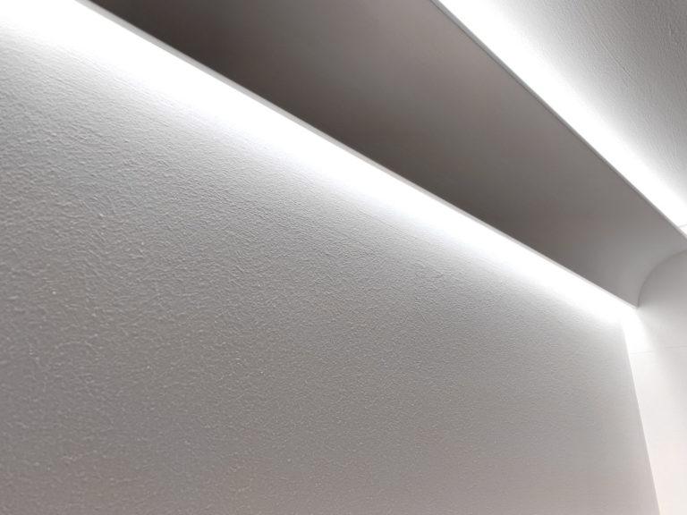Veletta Led angolare a soffitto per la creazione di emozionanti scenari luminosi VA151R
